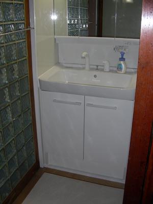 洗面台の設置完了