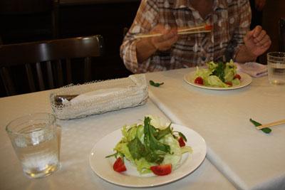 サラダ(ピリッと辛い山葵の葉が味のアクセント)